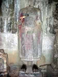 Анкгор. Статуя с поясом без головы