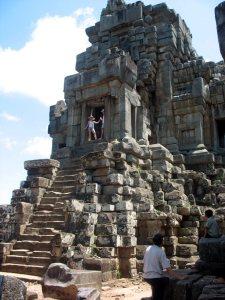 Ангкор. Одна из местных пирамид
