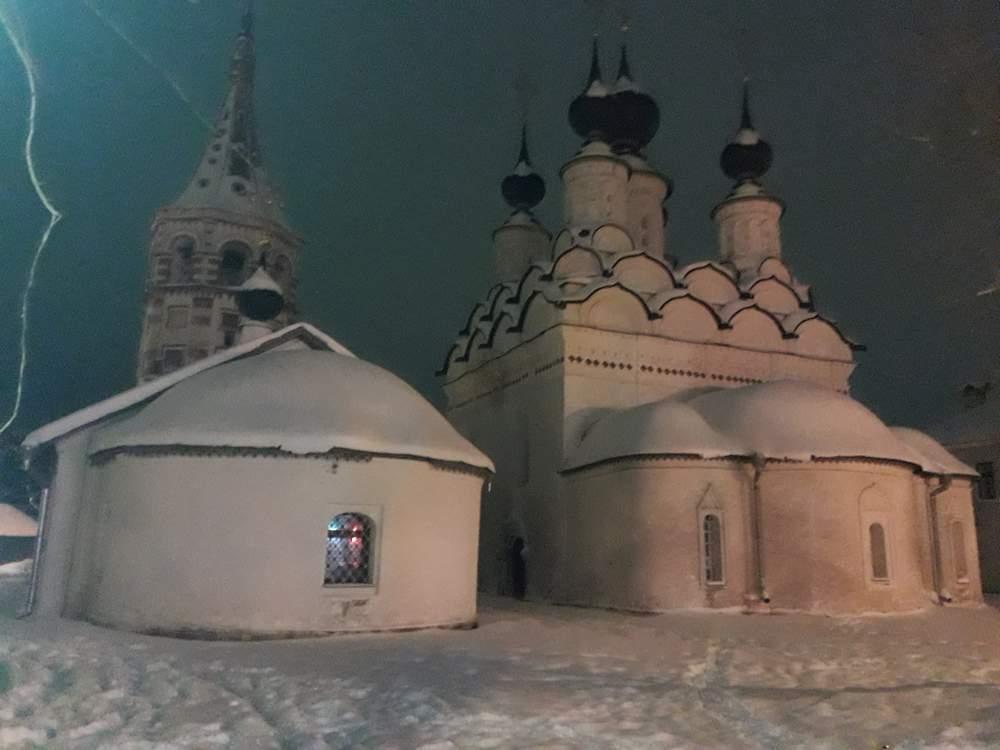 Церковь Антипы Пергамского и Лазаревская  церковь